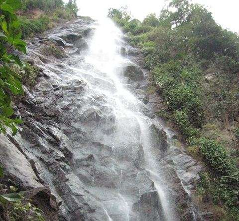 Read more about the article List of Waterfalls Near Hyderabad